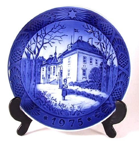(Royal Copenhagen - The Christmas Plate - 1975 - The Queens Christmas Residence - By Kai Lange - CP1219)