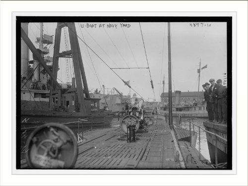 Photo (L): U-Boat at Navy Yd.