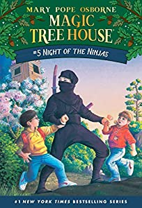 Paperback Night of the Ninjas (Magic Tree House, No. 5) Book