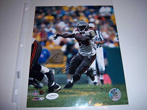 Signed Cadillac Williams Photo - Carnell coa 8x10 - JSA Certified - Autographed NFL Photos ()