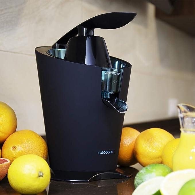 Exprimidor eléctrico de brazo para cítricos de 160 W de potencia. Incluye filtro de acero inoxidable y dos conos desmontables.