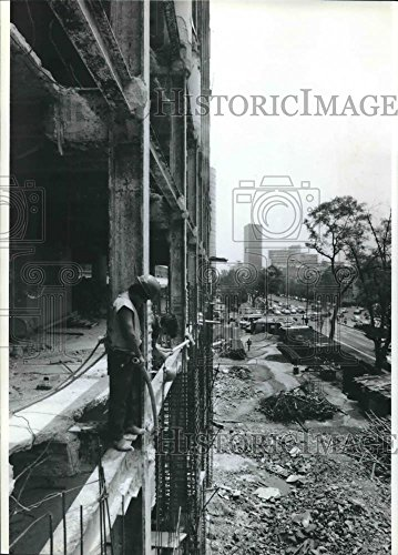 1990 Press Photo Buildings damaged during a 1985 Mexico City earthquake