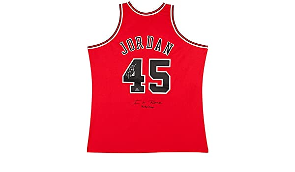 5d826ecc96f297 Amazon.com  MICHAEL JORDAN Signed Bulls 45 Authentic 1995