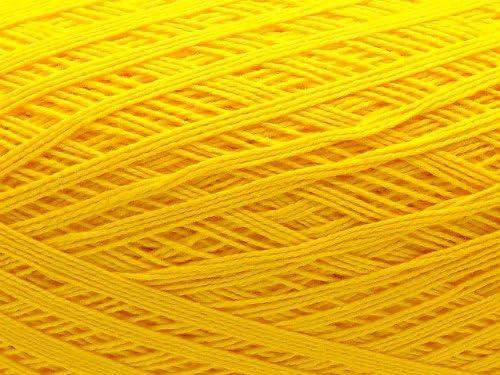 Ovillo grande de hilo de algodon color amarillo fuerte. Para ...