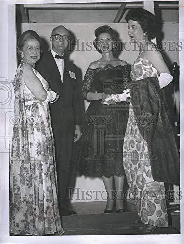 Vintage Photos 1963 Press Photo American Women in Radio & TV Port City Conference
