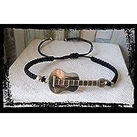 Pulsera en macrame, con guitarra, hecha a mano, artesanal, unisex