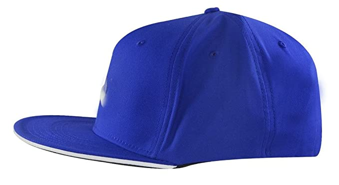 8bd7748629914 Amazon.com   NIKE True Statement Golf Hat   Clothing