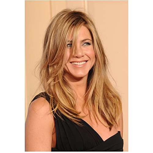 Jennifer Aniston 8 Inch x 10 Inch Photo Friends We're the Millers Office Space Black One Shoulder Dress from Chest Up Pose 1 kn (Jennifer Aniston We Re The Millers Friends)