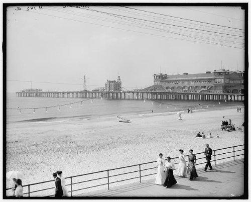Photo: Young's Million Dollar Pier,amusements,buildings,Atlantic City,New Jersey,1900 ()
