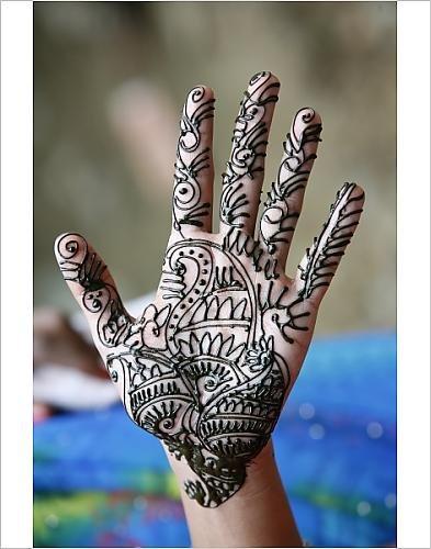 Diseño de tatuaje de Henna en manos libres de mujer s, Dakshin ...