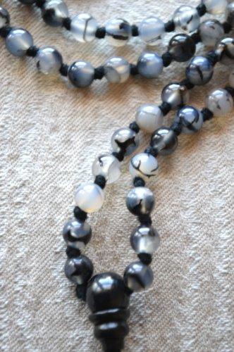 AGATE BLACK GREY DRAGON VEIN HAND KNOTTED EXCLUSIVE JAPA MALA 6 MM BEADS TOP GRADE PRAYER NECKLACE. BLESSED & ENERGIZED (108+1) HINDU TIBETAN BUDDHIST PRAYER KARMA BEADS SUBHA ROSARY MALA FOR NIRVANA, BHAKTI, FOR REMOVING INNER DOSHAS, FOR CHANTING AUM OM, FOR AWAKENING CHAKRAS, KUNDALINI THROUGH YOGA MEDITATION-FREE OM MALA POUCH INCLUDED