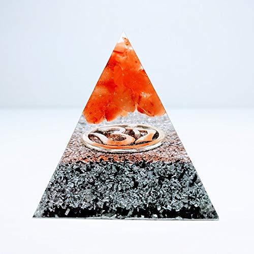 Pirámide orgonita en tonos naranja y plateado con virutas de aluminio, mantra OM y piedra semipreciosa llamada: Agata naranja