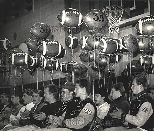 (1990 Press Photo Port Washington Pirates football players at pep rally)