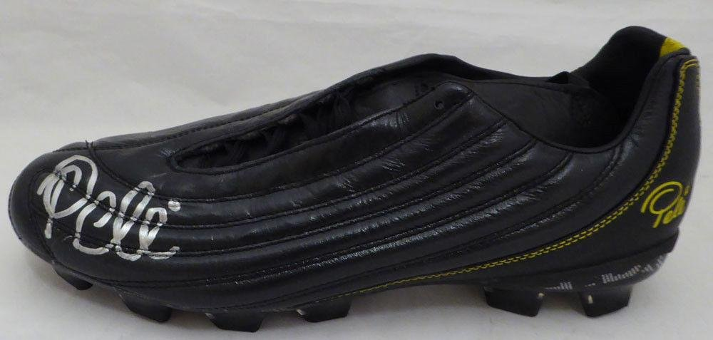 Pele Autographed Signed Soccer Cleat Brazil #5A95902 PSA/DNA Certified Autographed Soccer Cleats