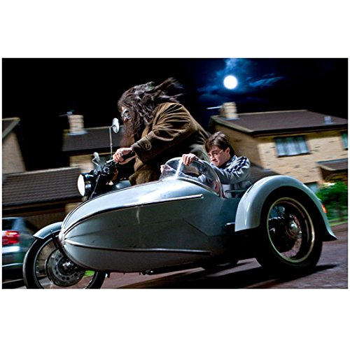 Harry Potter Photo 8 inch x 10 inch PHOTOGRAPH Daniel Radcliffe in Sidecar of Motorcycle kn ()