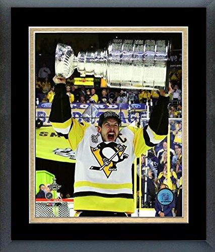 Sidney Crosby Pittsburgh Penguins 2017 Stanley Cup Trophyフォト(サイズ: 26.5 CM x 30.5 CM )フレーム   B0721L6PN3