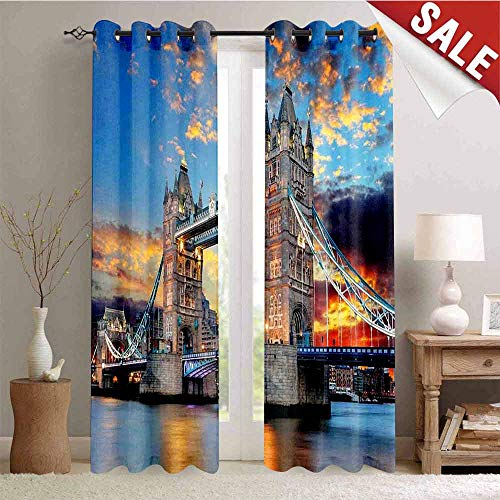 Hengshu Vista of Tower Bridge at Dramatic Sunset Thames River with Grey CloudsPale Blue Yellow Tan