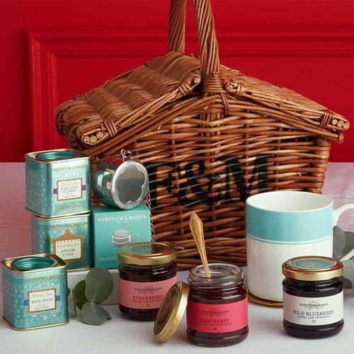 (Fortnum & Mason The Tea Basket Hamper (Fortnum and Mason) with Royal Blend, Earl Grey, Preserve, Mug, Tea Strainer etc.)