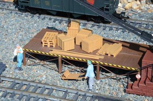 - PIKO G SCALE MODEL TRAIN BUILDINGS - PALLETS & CRATES - 62296