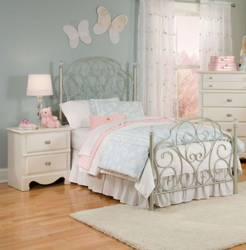 Standard Furniture Spring Rose Metal Kids Bed in White (Standard Furniture Spring Rose)