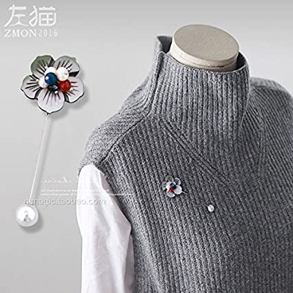 Amazoncom Left Autumn Cat Brooch Pin Women Girls Coat Cardigan