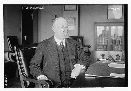 Photo: E.J. Pearson,men,desks,portrait photographs,Bain News
