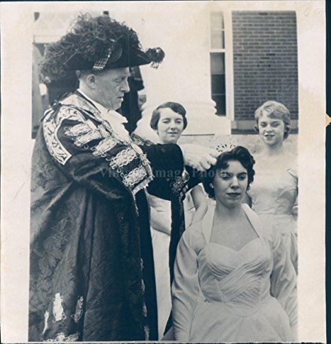 1956 Photo Lord Mayor Crowns Queen Winchester VA Laura MacArthur Politics Dress