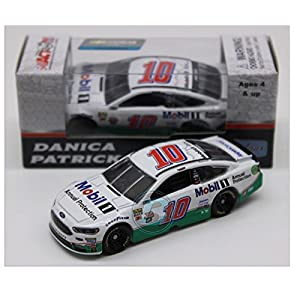 Lionel Racing Danica Patrick 2017 Mobil 1 NASCAR Diecast 1:64 Scale