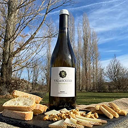1 botella de Vino Blanco exclusivo Val de Souto. Vino blanco origen España, Galicia. Denominación de origen Ribeiro. Uva: Treixadura. 75 cl. Vino blanco gallego.