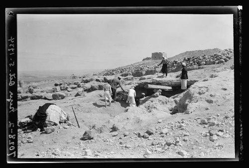 photo-allan-rowes-excavations-at-gezeroct-51934-1