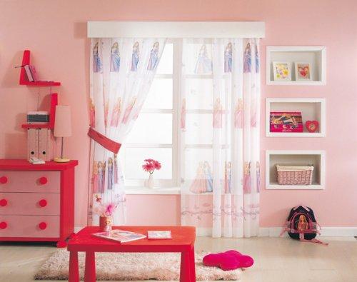 Kinderzimmer mit bunten Vorhängen   Sichtschutz