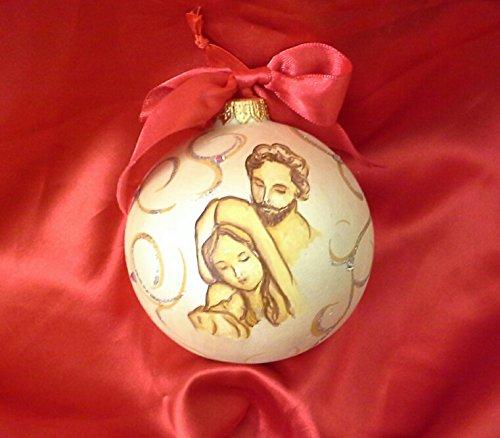 Immagini Di Natale Con Sacra Famiglia.Palla Di Natale In Ceramica Con Sacra Famiglia Amazon It