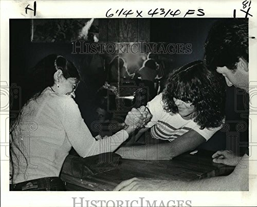 Photo Original Wrestling - Vintage Photos Historic Images 1979 Press Photo Two Women Compete in an arm Wrestling Match - noa19271-8 x 10 in