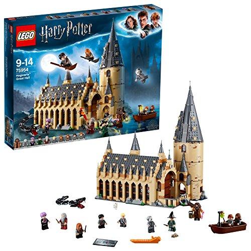 """51iqbf9K8wL. SS500 Incluye 10 minifiguras: Harry Potter, Ron Weasley, Hermione Granger, Draco Malfoy, Susan Bones, la Profesora McGonagall, el Profesor Quirrell con la cara de Lord Voldemort por el otro lado, Hagrid, Albus Dumbledore y Nick Casi Decapitado; incluye también modelos para construir de un Basilisco y Fawkes, así como figuras de Hedwig y Scabbers Contiene modelos para construir del Gran Comedor y una torre El Gran Comedor cuenta con mesas, mesa presidencial con asientos, una chimenea, 2 estandartes reversibles con los emblemas de las casas, 4 velas """"flotantes"""", comida, escobas, un trofeo y una tetera"""