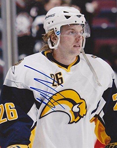 TOMAS VANEK Signed BUFFALO SABRES 8X10 PHOTO #1 - Autographed NHL Photos (Nhl Buffalo Photo Sabres Signed)