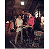 Charmed 8x10 Photo Holly Marie Combs/Piper Halliwell, Alyssa Milano Phoebe Halliwell, Rose McGowan/Paige Matthews, Julian McMahon/Cole Turner & Brian Krause/Leo Wyatt Gathered Around Spell Book Pose 2 kn