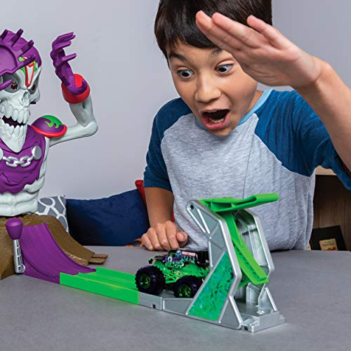 Monster Jam, Grim Takedown Playset with Lights and Sounds, Featuring Exclusive 1:64 Scale Die-Cast Grave Digger Monster Truck