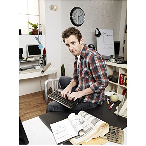 Bret Harrison 8 Inch x 10 Inch photograph Breaking In (TV Series 2011 - 2012) Plaid Shirt Sitting on Desk Keyboard on Lap (Plaid Desk)