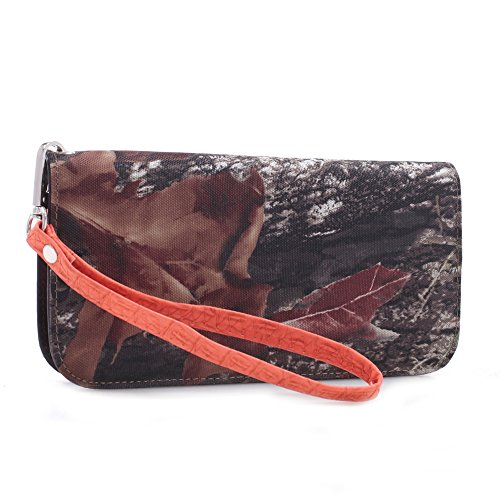 Mossy Oak Camoflage zip-around Clutch-style wallet