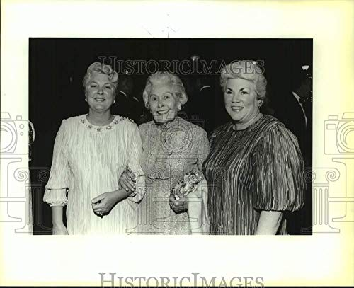 (Vintage Photos 1987 Press Photo Louise Clemens with Nieces Martha Guerin, Ann Balzar at Ball)