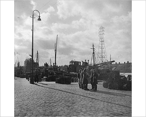 Photographic Print of Herring Girls, Great Yarmouth AA98 - Women Norfolk For Group