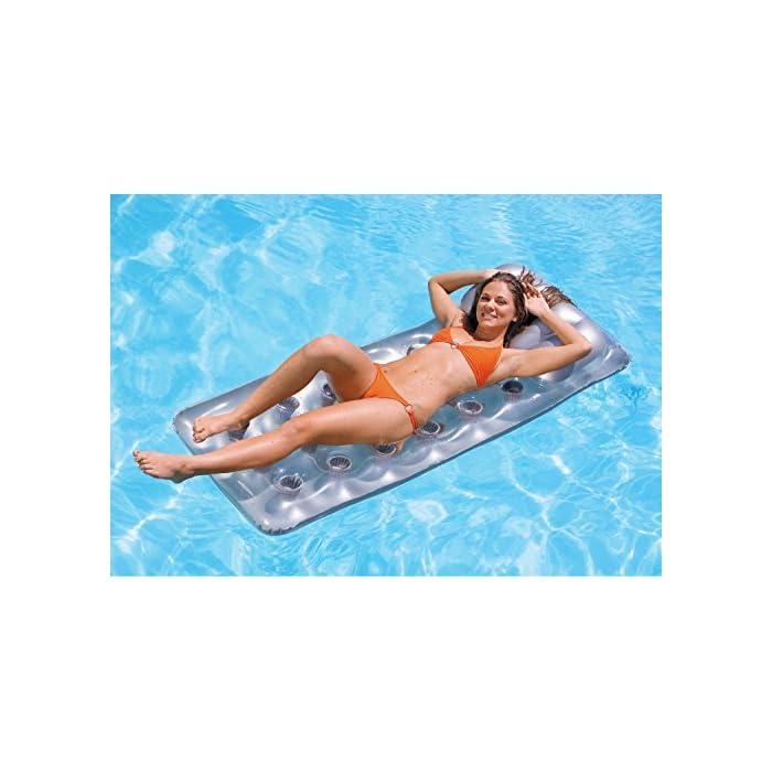 51jCujrjK8L Colchoneta hinchable Intex de medidas 188 x 71 cm y con 2 cámaras de aire Fabricada de vinilo resistente, es ideal para utilizarla en piscinas o en la playa, no es aconsejable su uso en zonas de ríos La colchoneta hinchable tiene acabado en forma de almohada transparente para un mayor confort y el cabezal está fabricado con tecnología I-Beam