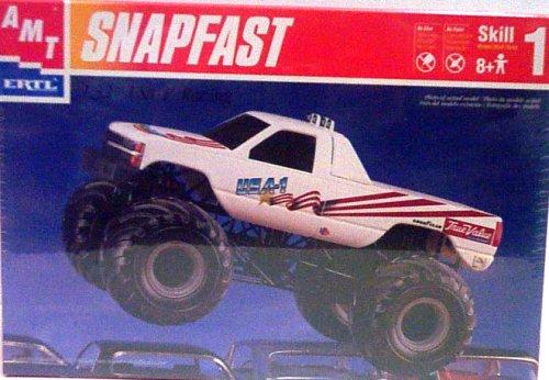 AMT Ertl 8269 USA-1 Racing - Snap Fast - Plastic Model Kit - 1:32 Scale - Skill Level (Ertl Model)