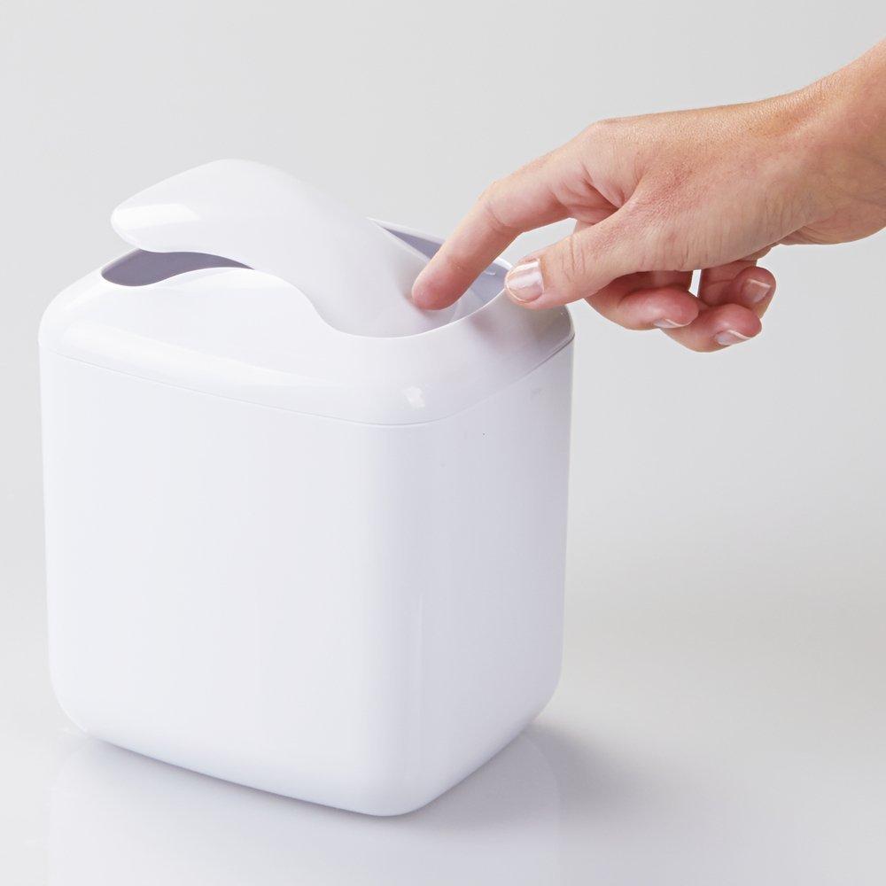 mDesign Bote para residuos; para la mesada del tocador del cuarto de ba/ño Blanco