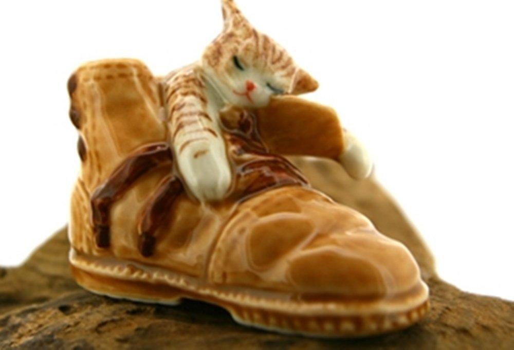 Dollhouse Miniatures Ceramic Brown Cat In Shoe FIGURINE Animals Decor