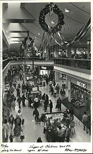 1992 Press Photo Clackamas Town Center full of shoppers after - Center Clackamas Town