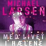 Med livet i haelene | Michael Larsen