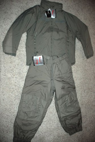 (NEW ORIGINAL US ARMY ISSUE - ECWCS PRIMALOFT GEN III LEVEL 7 EXTREME COLD WEATHER SET (PARKA AND TROUSERS)- SIZE MEDIUM )