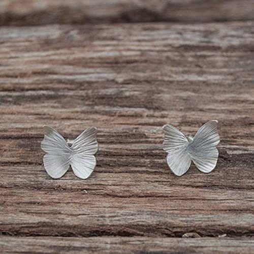 Pendientes plata boton mariposa con textura.