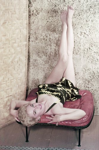 Glamour Sexy Legs - Sheree North sexy glamour pose legs in air in Hawaiian swimsuit 24x36 Poster